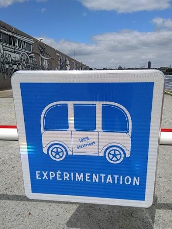 panneau de site d'expérimentation de véhicule autonome