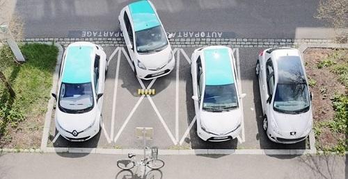 véhicules en autopartage vus de haut