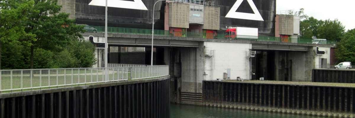 Etudes De Reconstruction Du Pont De La Rd2 Franchissant Les
